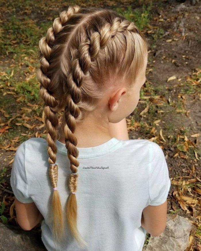 Deux tresses collées, cheveux longs idée de coiffure tresse, coupe petite fille, idée de coiffure pour enfant