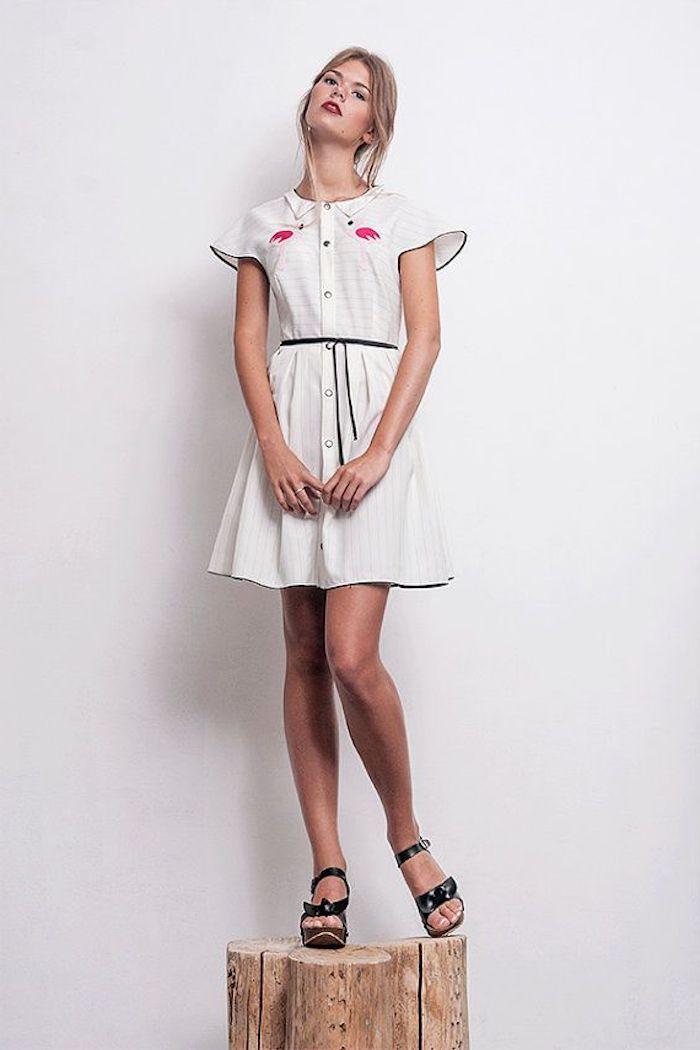 Femme robe blanche style guinguette, robe pin up, mode année 50 aujourd'hui