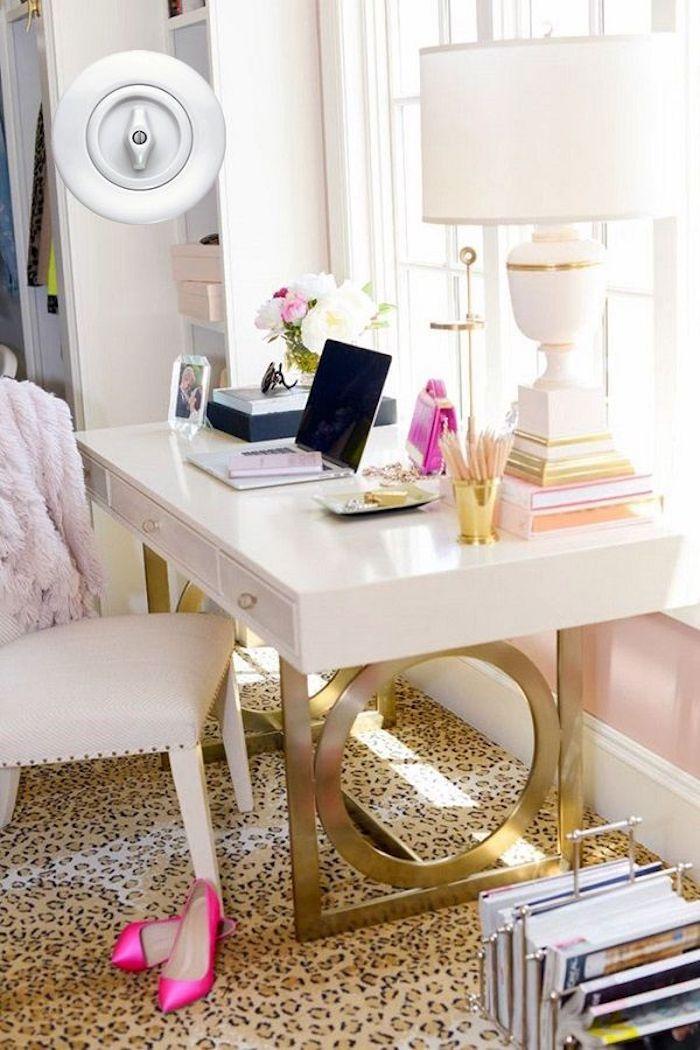 Eclectique déco bureau fait maison, décoration de bureau, déco chambre à coucher doré détails et tapis léopard motif