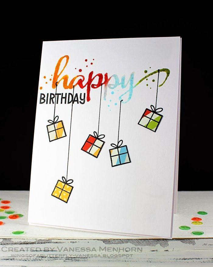 Carte de voeux anniversaire simple design avec boites à cadeaux, écrire joyeux anniversaire avec peinture aquarelle