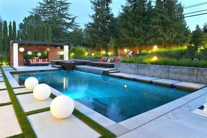 amenagement autour piscine photos, design pergola rustique avec meubles de jardin tressés, déco piscine avec cascade