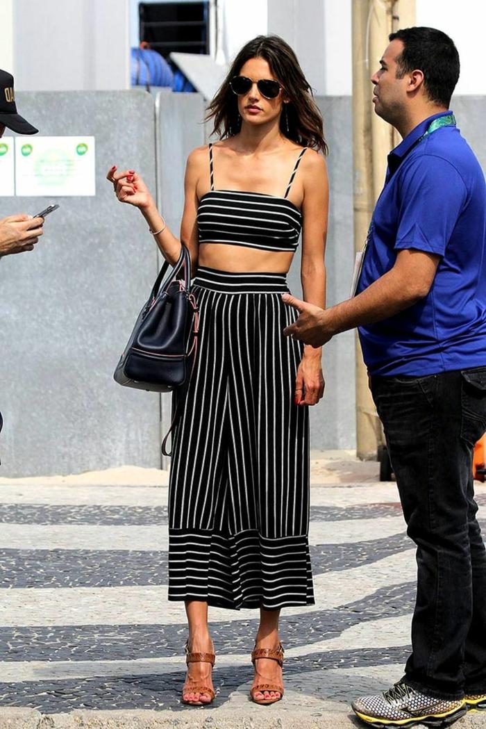 Femme célèbre tenue deux pièces, pantalon évasé à rayé, tenue noir et blanc originale, mode femme 2019, robe boheme chic, tenue femme a la mode