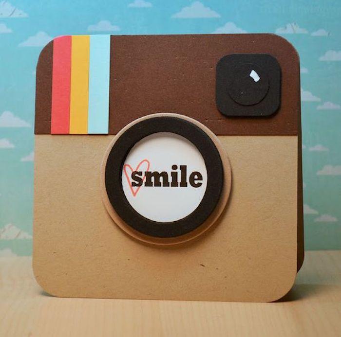 Instagram couverture vintage polaroid appareil, sourire, comment faire un carnet de voyage, comment faire un livre,