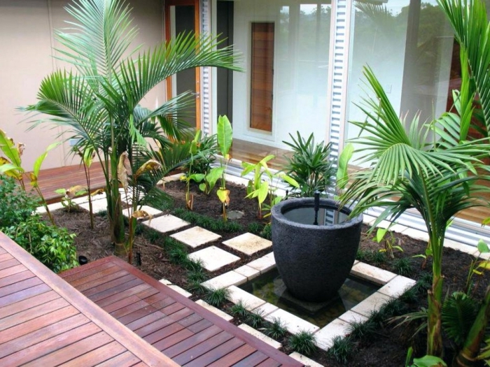 comment décorer une cour arrière avec petite terrasse bois et jardin, jardin d'agrément avec dalles et petit bassin