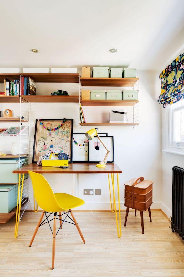 Étagères pour ranger tout bien, décoration bureau professionnel, deco bureau, chaise jaune