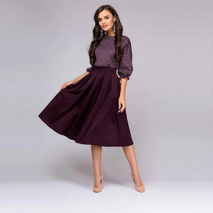 Violet robe deux pièces, jupe et top à manches, robe guinguette, comment s'habiller pour une soirée, femme cheveux longs bouclés