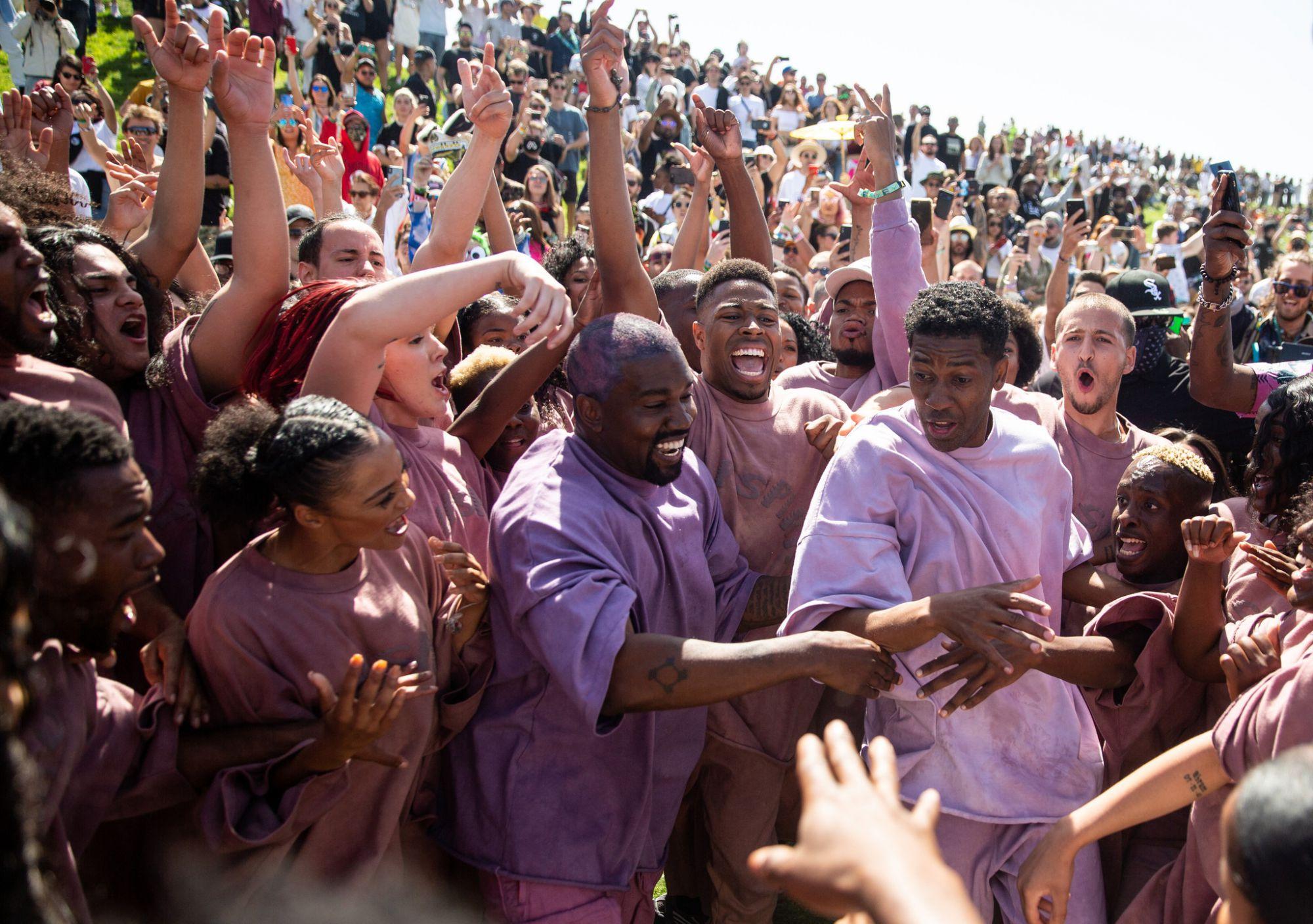 Le Sunday Service religieux de kanye West devrait devenir une marque de vpetement déposée