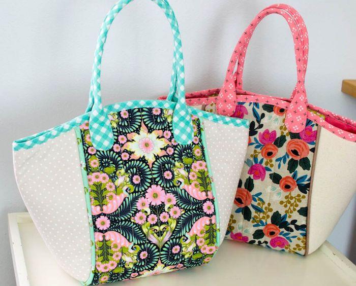 Vintage style sac cabas fleurie en tissu, upcyclage couverture shabby chic en sac pour faire les courses