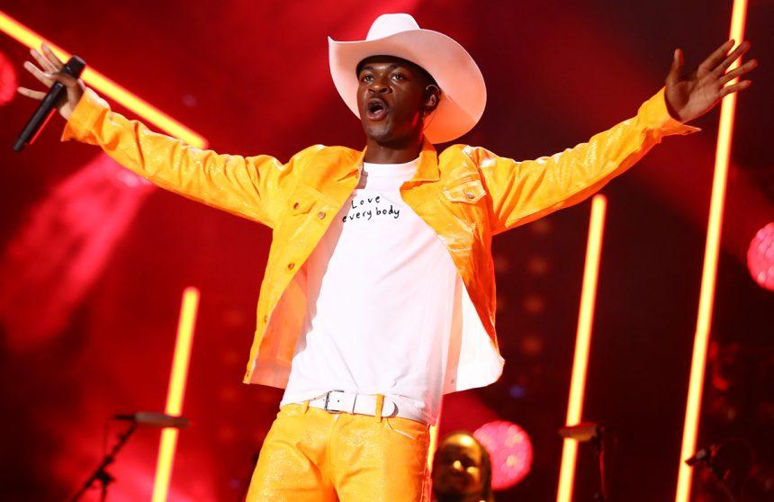 Le morceau Old Town Road de Lil Nas X bat le record de longévité en étant le morceau resté numéro un depuis 17 semaines