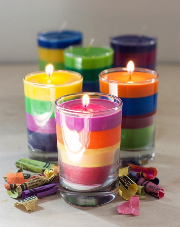 modèles de bougies colorées dans verre, idée fabrication de bougie facile et rapide avec pastel, bougie à faire soi même