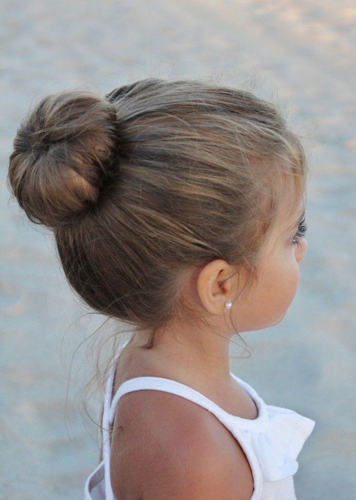 Chignon ballerine coiffure simple et rapide, idée coupe de cheveux petite fille adorable