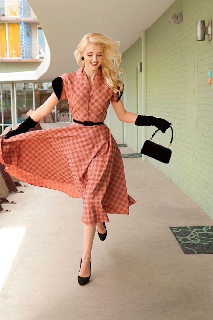 Robe mi-longue carrée, deguisement guinguette, soirée guinguette comment s'habiller, cheveux blonds bouclés