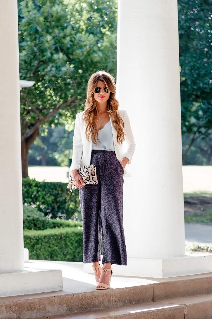 tailleur pantalon femme chic pour mariage, look femme invitée en pantalon 7/8 larges jambes avec blazer blanc