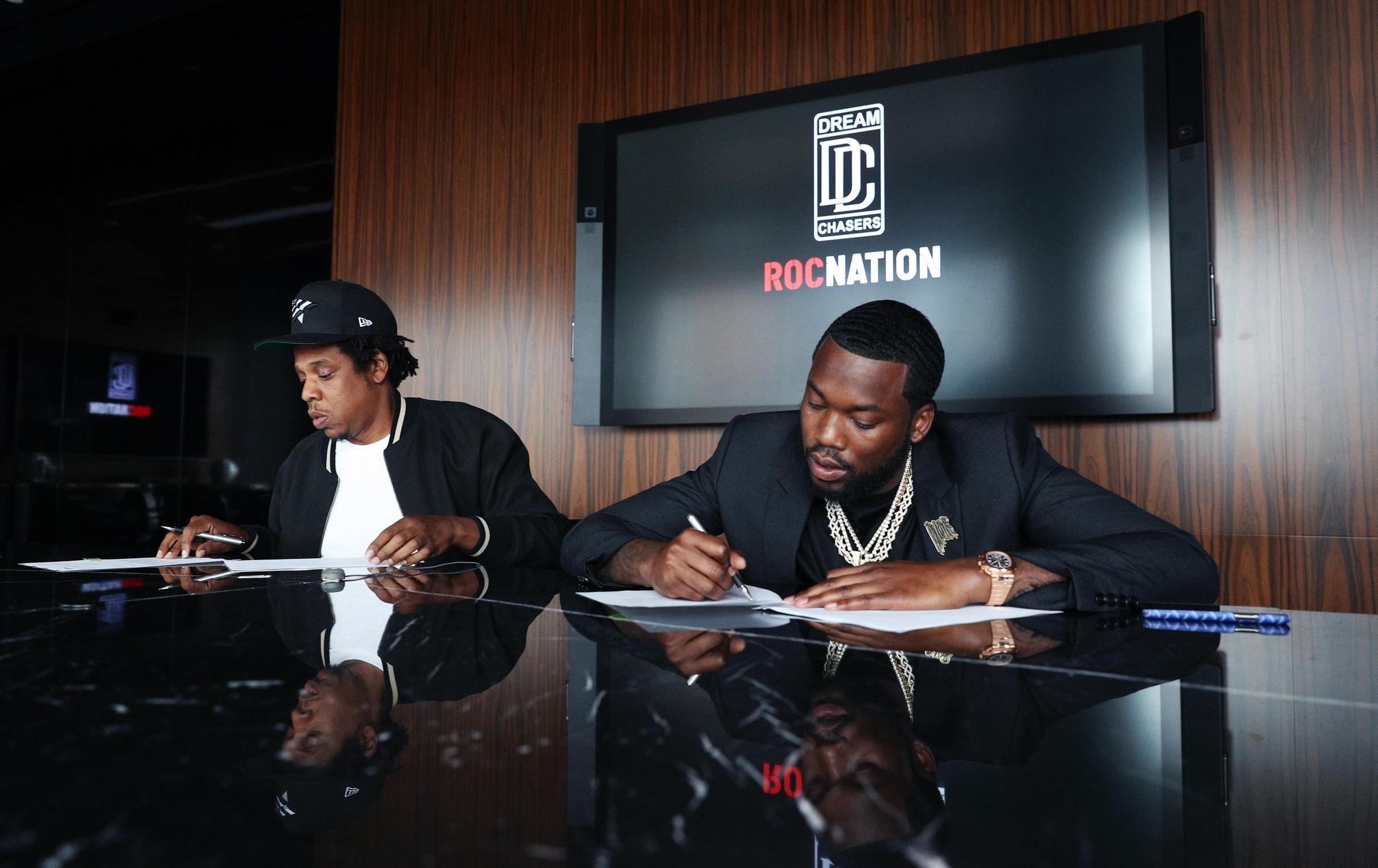 En plus de posséder le détaillant d'articles de sports Lids, Meek Mill prend la tête du label Dream Chasers, soutenu par Jay Z et Roc Nation