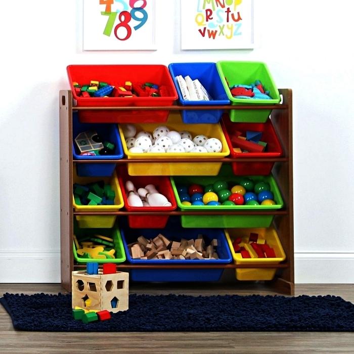 étagère de rangement pour jouets avec bacs de rangement colorés en plastique, astuce rangement pour organiser les jouets dans la chambre d'enfant
