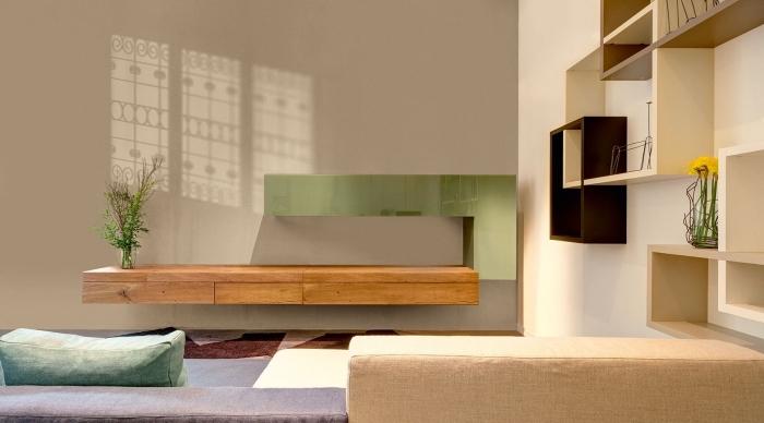 design intérieur moderne dans un salon aménagé avec meubles bois, association de couleur beige avec vert