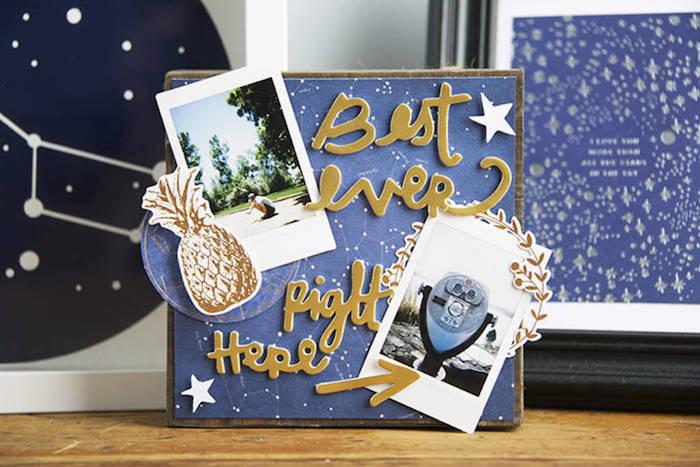 Couverture avec photos et carte astrale, étoiles sur fond bleu foncé, comment faire un carnet de voyage, album photo scrapbooking