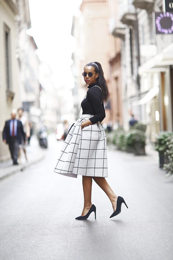 Jupe trapèze belle mi-longue, idée comment s'habiller, tenue noir et blanc, robe pin up, comment s'habiller pour une soirée