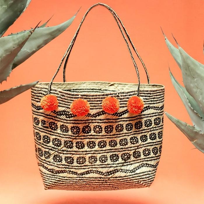 Pompons sur sac rotin simple de tapis marocaine léger, couture facile, modele de sac en tissus, idée modèle à choisir