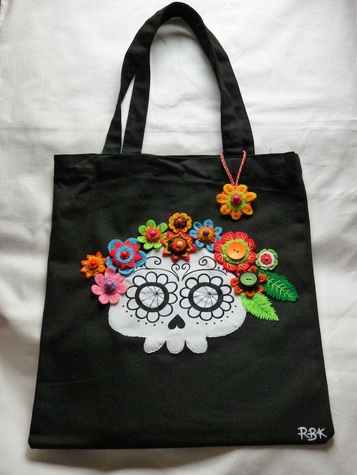 Crane de sucre dessin sur tissu noir, idée sac pour faire les cours, couture facile, modèle de sacs en tissu