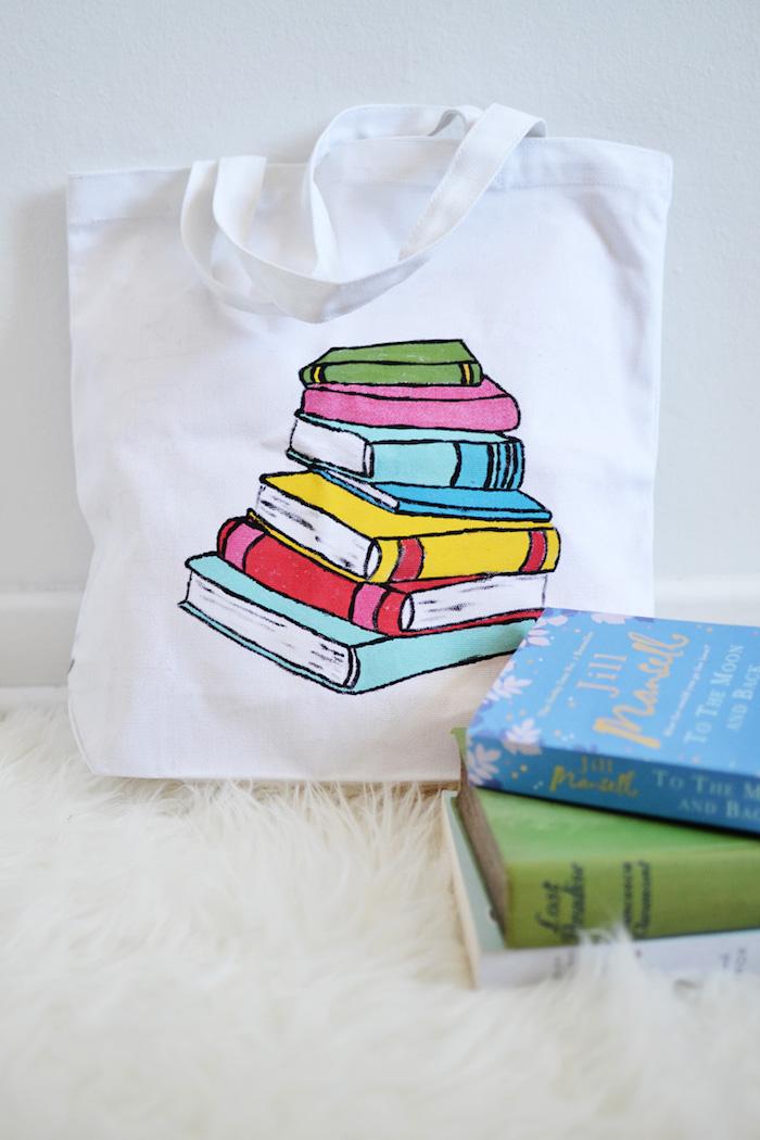 Livres thème tuto tote bag, originale idée de couture, sac universel tendance dessin de livres