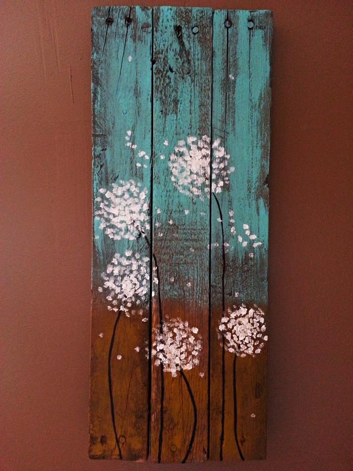 peindre à l'acrylique sur un support en bois, peinture pissenlit à l'acrylique sur fond bois et bleu turquoise