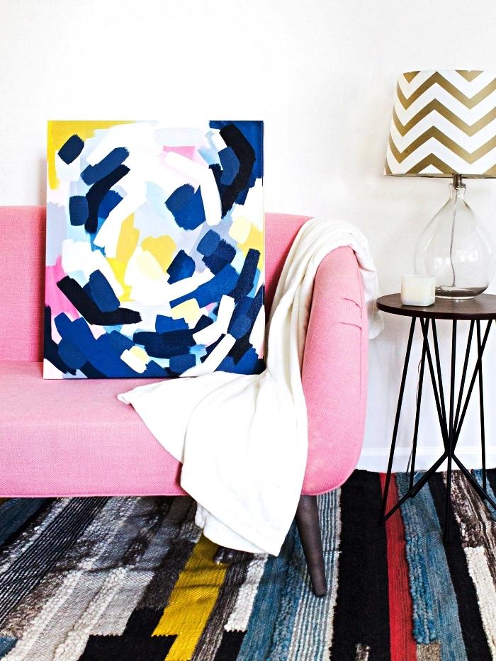 idée de peinture moderne à l'acrylique à réaliser soi même, tableau à l'acrylique contemporain touches de couleurs bleu, jaune et rose