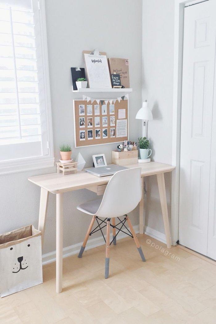 Simple coin bureau dans une chambre d'enfant style scandinave, decoration bureau maison moderne