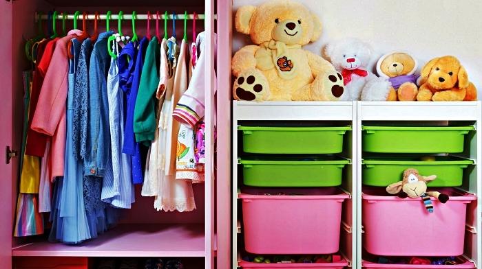petite armoire avec tringle et bacs de rangement pour les jouets des enfants, bac rangement à insérer dans un meuble pour assurer espace de rangement suplémentaire