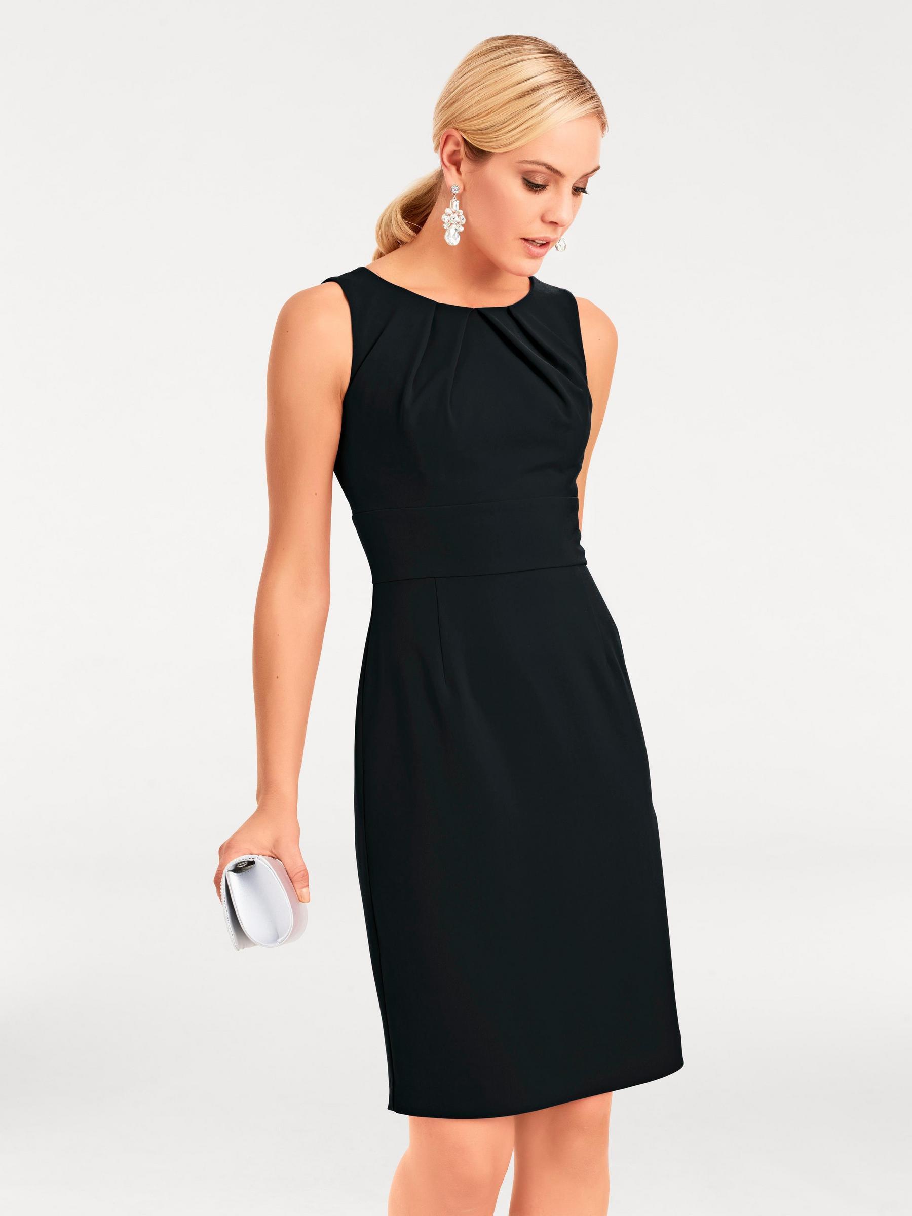 Photo modèle de petite robe noire, la pièce indispensable et multifonctions de la garde robe féminine