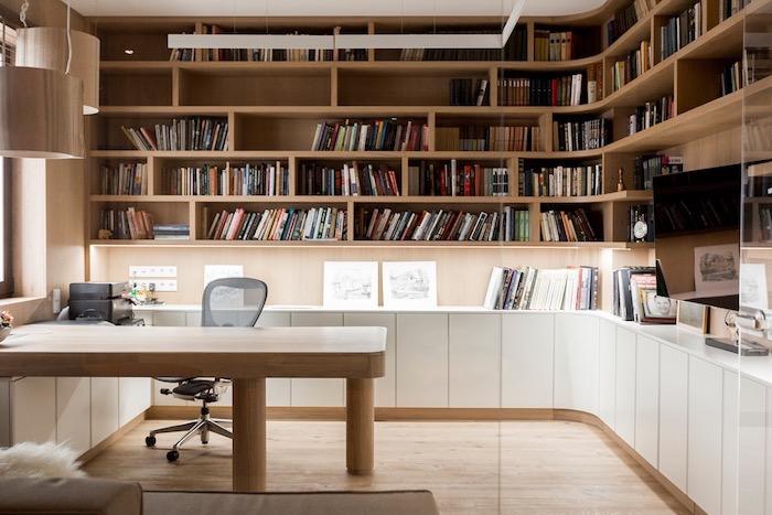 Bibliothèque dans la chambre avec bureau en bois, chambre photo bureau, decoration bureau style scandinave