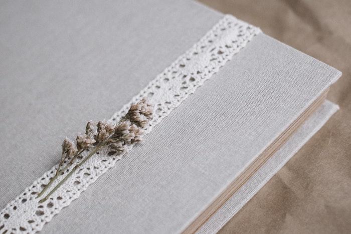 Couverture style vintage scrapbooking voyage, fabriquer un carnet, album photo diy, petite fleur champêtre