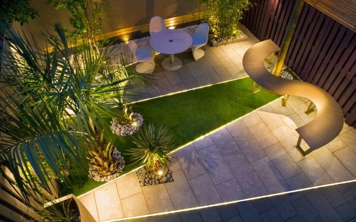 exemple comment amenager jardin à espace limité avec gazon et dalles, éclairage extérieur led pour allée ou sentier