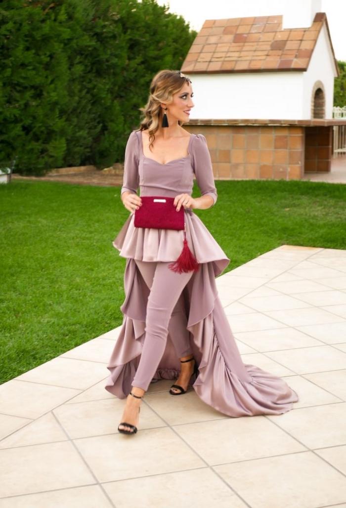 exemple de tailleur pantalon femme pour ceremonie avec tunique traîne, exemple de pochette rouge foncé