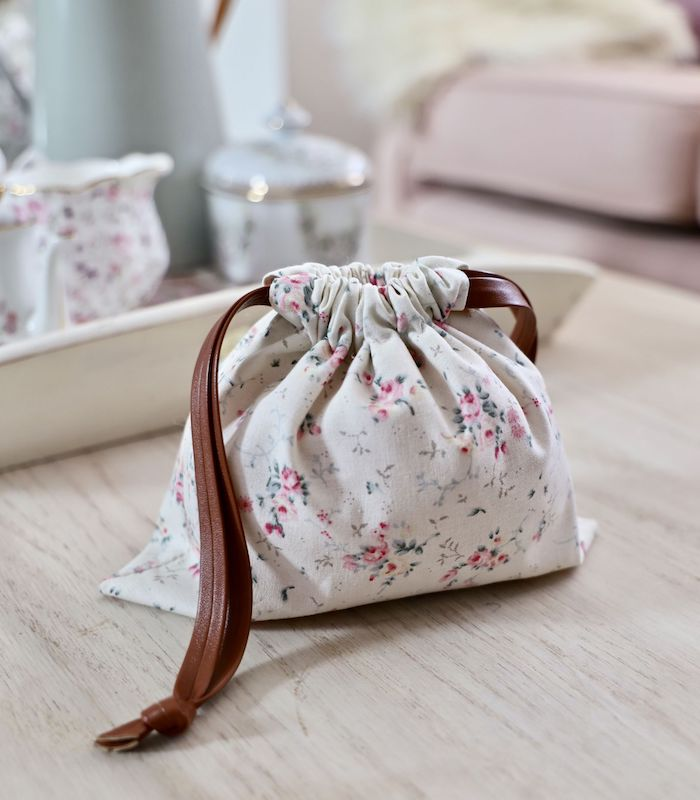 Fleurie tissu pour un sac tout simple, tuto sac simple à faire, modèle sac en tissu beau
