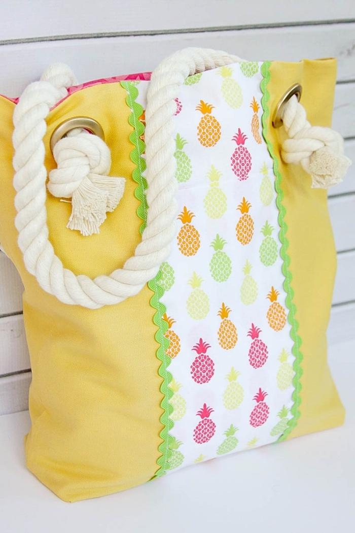 Sac à main jaune grande pour aller à la plage, partie tissu ananas couleurs néon, tuto sac cabas, choix sac en tissu, diy couture pour débutant