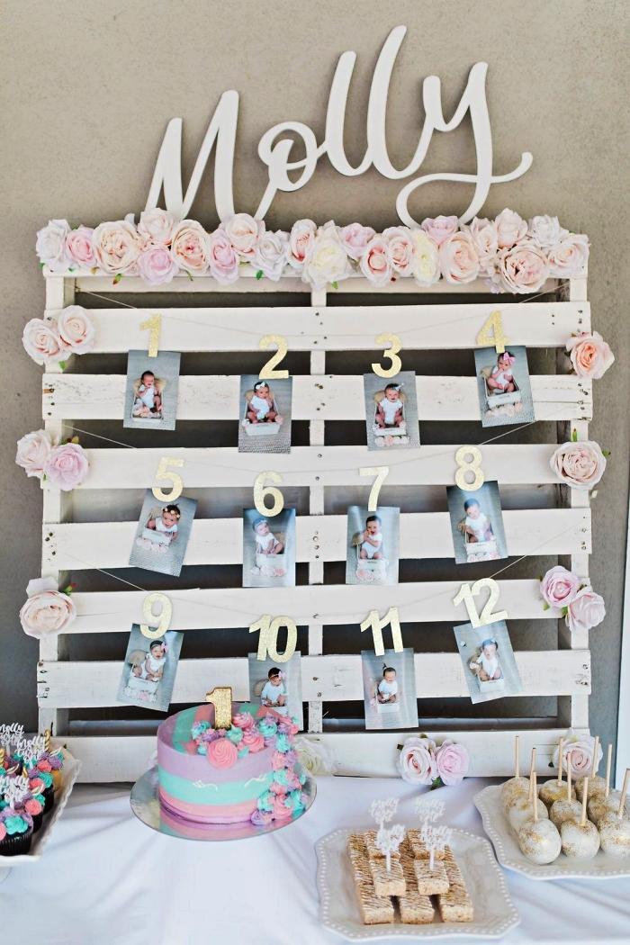 porte-photos en palette récup décoré de petites roses posée en toile du fond du candy bar d'anniversaire, idee decoration anniversaire fille en tons pastel