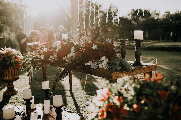 plusieurs fleurs et autres vegetaux pour organiser un mariage sur theme nature champetre chic