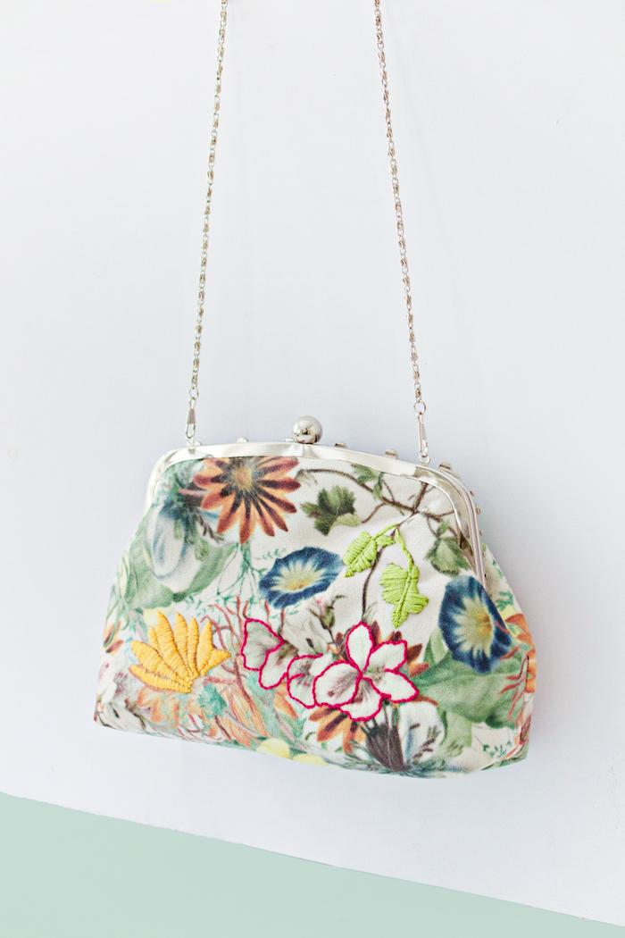 Sac fleurie pochette style diy idée simple, modèles de sacs en tissu tendance 2019 ete