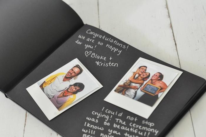 Pages noires, stylo blanc et photos pour un album photo diy, comment faire un carnet de voyage