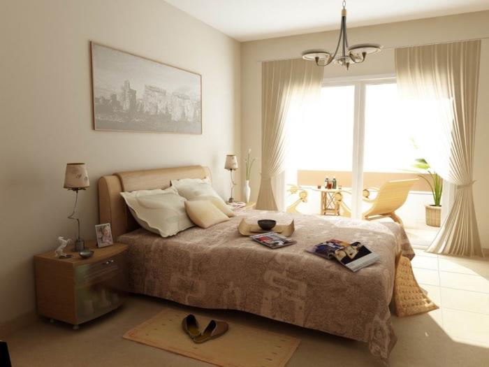 décoration de chambre à coucher apaisante aux murs beige avec plafond blanc et objets de nuances jaune pâle