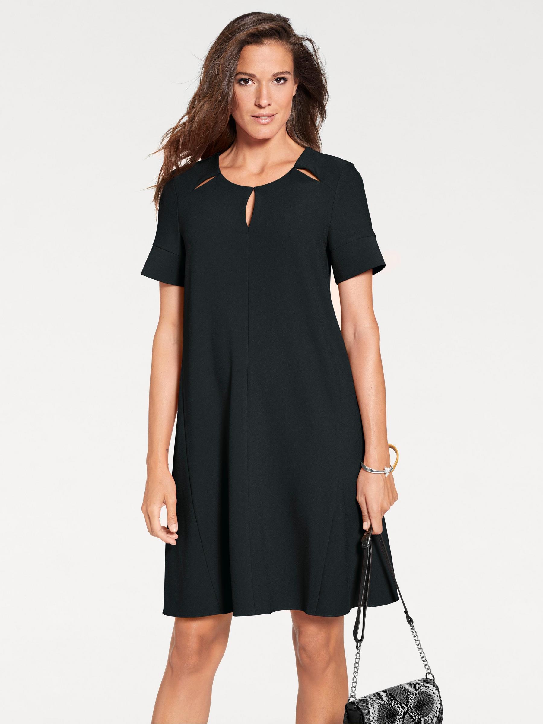 modèle de robe fluide noire sobre pour tenue de soirée élégante et décontractée