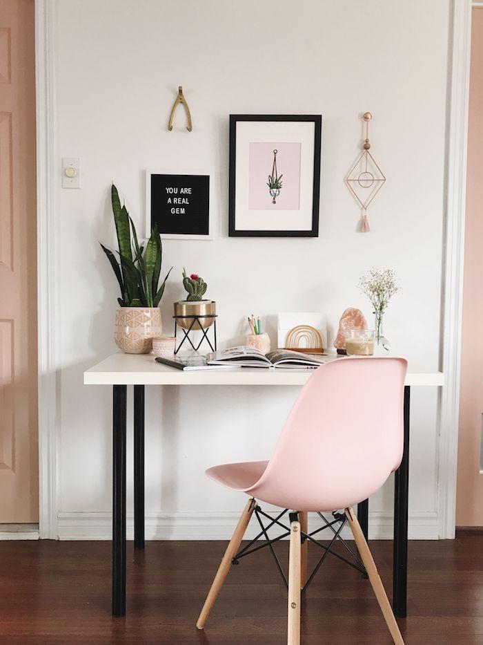 Rose chaise délicat déco bureau maison, idée bureau etudiant, chambre multifonctionnelle
