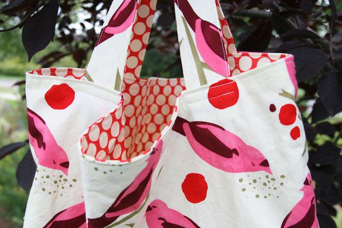 Blanc tissu à motif d'oiseaux roses, sac en jean, modèle de sac en tissu simple et cool