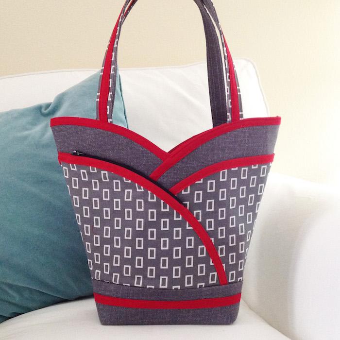 Sac forme de corset diy facile, modèle de sac en tissu a faire soi meme, gris et rouge tissus, matériaux nécessaires