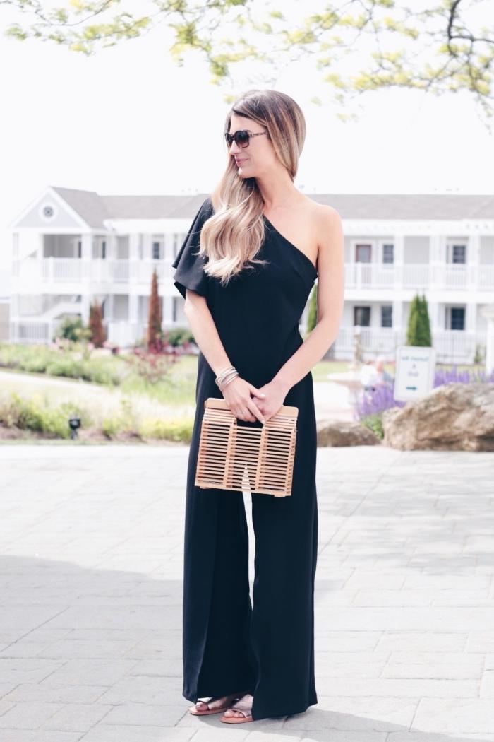 idée tenue de cérémonie femme classique en noir, modèle de combinaison à jambes larges avec une manche