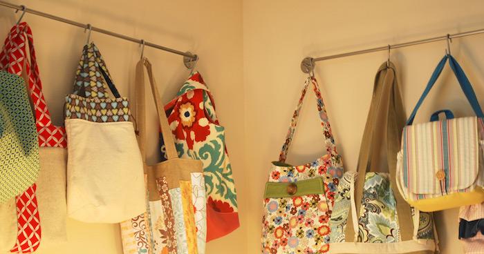 Chambre de rangement, sacs fait main en tissus différents et modèles différentes, couture facile, modele de sac en tissus, idée modèle à choisir