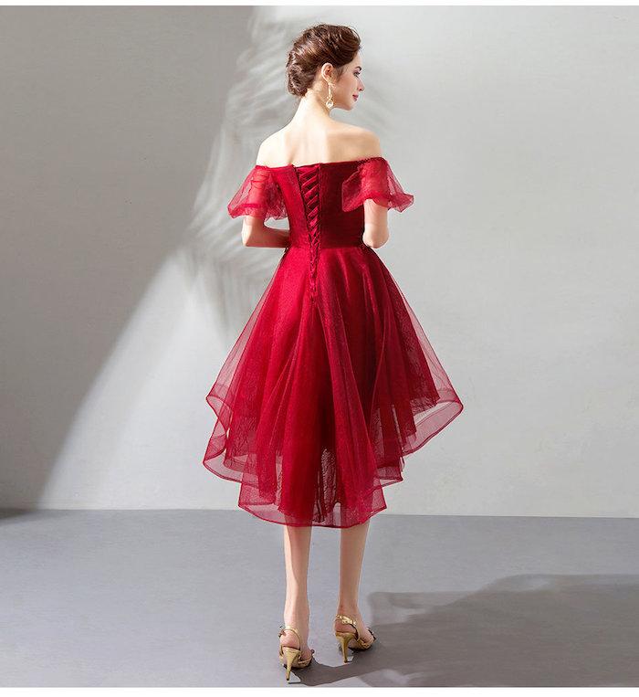 Belle robe de soirée longue derrière courte devant, rouge robe épaules dénudées, soirée guinguette comment s'habiller, robe année 60