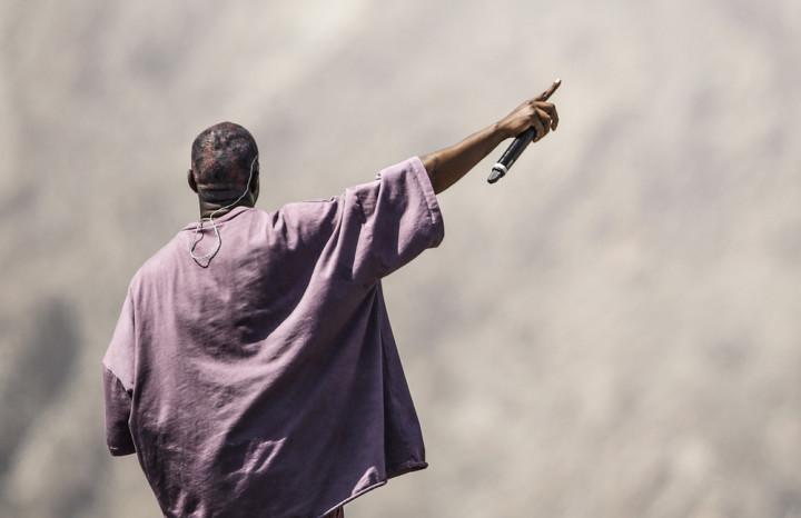 Après l'édition en public su Sunday Service au festival Coachella, Kanye West veut faire de son office religieux une marque de mode en déposant la marque