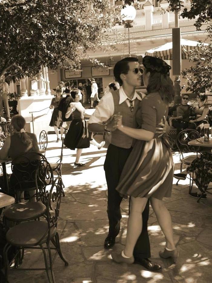Pique nique swing soiree en plein air, robe guinguette, robe année 60, vetement annee 60, couple danseurs